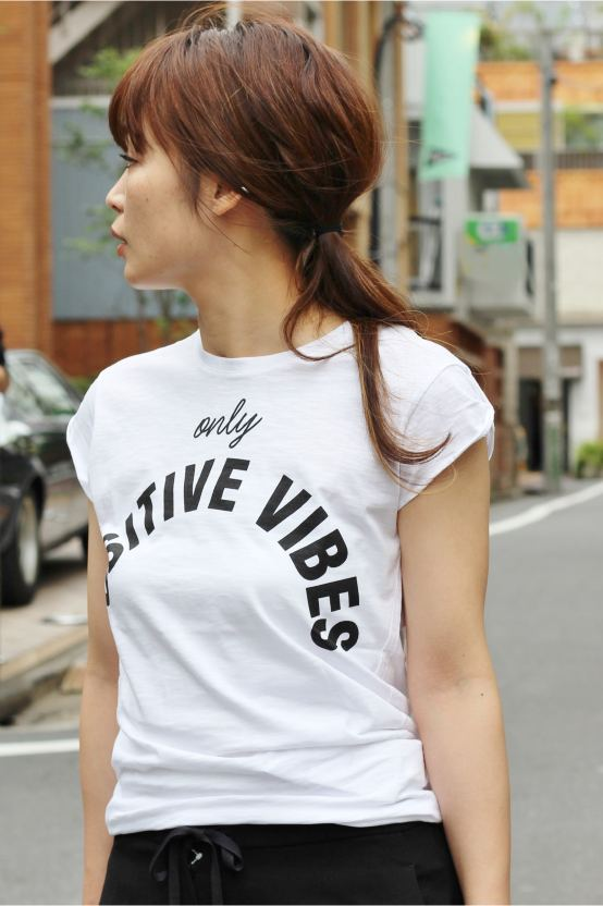 HAPPINESS POSITIVEVIBES Tシャツ◆